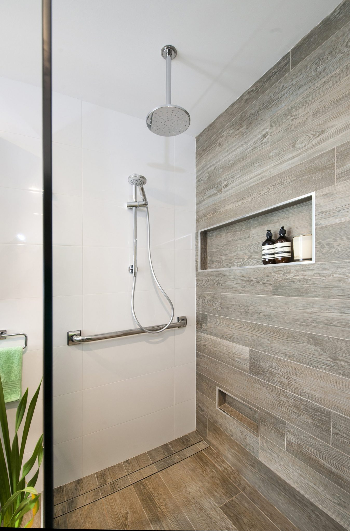 Grey Bathroom Feature Tiles With Original Styles | eyagci.com